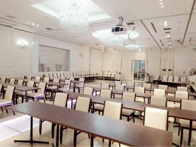 スクール形式 - 銀座レンタルスペース、貸し会議室 最大250名様(人数に合わせた)の室内の写真