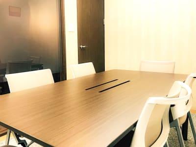 MYBASICOFFICE虎ノ門 貸し会議室の室内の写真
