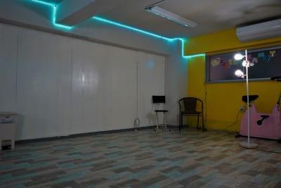 LEDの色を変えて簡単な撮影が出来るようになりました! - SPICY CANDY ダンススタジオの室内の写真