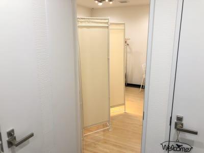 LQ天神橋三丁目セラピールーム スタジオ内個室サロンA/女性専用の入口の写真