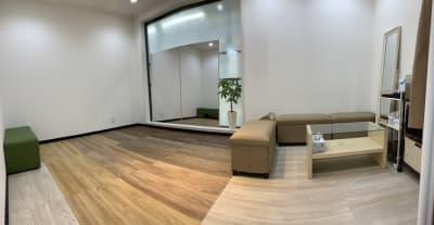 LQ天神橋三丁目セラピールーム スタジオ内個室サロンB/女性専用の室内の写真
