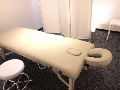 お手洗いは新しく清潔きれいで安心です。 - LQ天神橋三丁目セラピールーム スタジオ内個室サロンB/女性専用の設備の写真