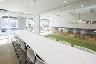 九段下の貸会議室 ナレッジソサエティ 中会議室(18名)の室内の写真