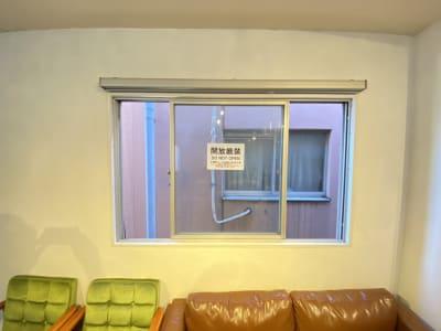 窓を開けて換気可能 - 池袋レンタルスペース 『Mace』(メイス)の室内の写真