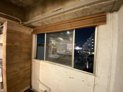 窓を開けて換気可能 - 南青山レンタルスペース 『Mace』(メイス)の室内の写真