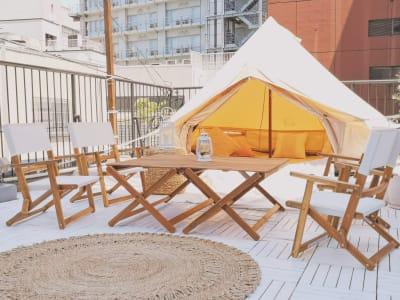 Coastal Boho Styleをテーマにした屋上グランピング! - ゲストハウス神戸なでしこ屋 元町約3分!開放的なルーフトップの室内の写真