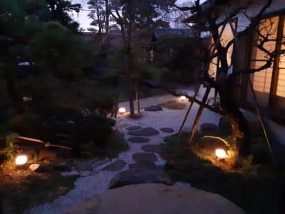 日暮れ時の中庭 - スペースシェア「あおやま」 102号室(和室)の室内の写真