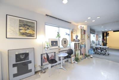 1F-入口 - 有限会社水谷スタジオ 撮影スタジオの室内の写真