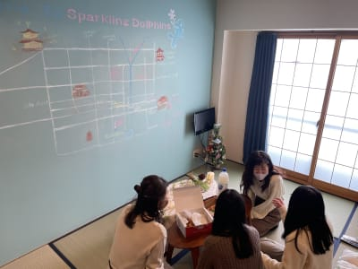 Dolphins Cafe 完全個室♪女子会、グループに最適の室内の写真