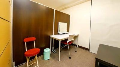 控え室B - TMCミカンスタジオ M1スタジオの室内の写真