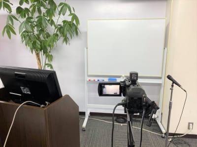 オンライン研修もできます - 新橋ビジネスフォーラムの室内の写真