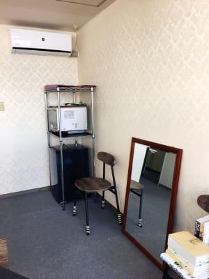 オーブンと冷蔵庫完備しています - 豊里フリールーム A教室の室内の写真