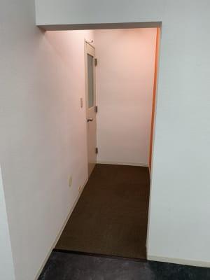 左奥がトイレになります。 - STUDIO インセプション STUDIOインセプションの室内の写真