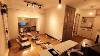 8 畳ほどのスペースです - Space Channel 7 清潔・多目的にお使いいただけますの室内の写真