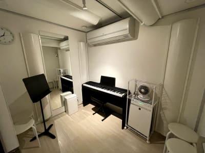 スポットライトのみつけた状態 - KMA音楽スタジオ 【E studio】の室内の写真