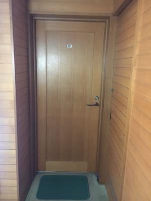 外からの入り口 - コモンハウス雪谷 201号室 テレワークスペースの入口の写真