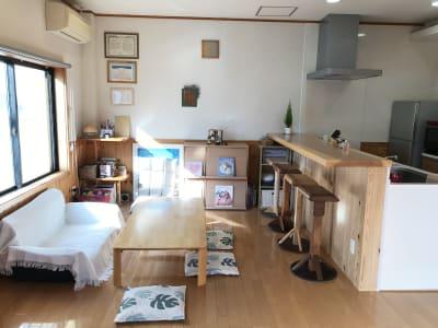 木を基調にした明るい室内です。 - Cozy-Room キッチン付レンタルスペースの室内の写真