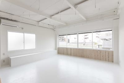 ベンチを使った撮影 - STUDIO AOTO スタジオA 商用利用の室内の写真