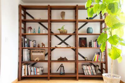 書棚もオーダーメードです。 - STUDIO AOTO スタジオB 商用利用の室内の写真
