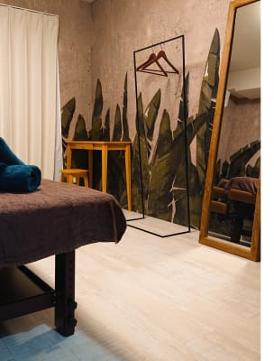 リラックス空間を演出 - グッドラック マッサージスペースの室内の写真
