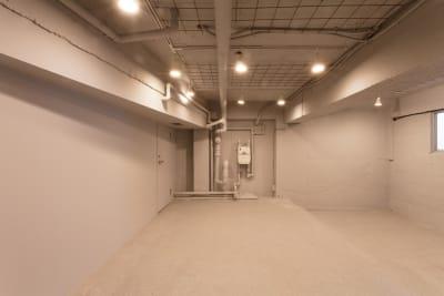 スペース上段試着室前から - SOKO. 立地雰囲気最高!使い方は自由!の室内の写真