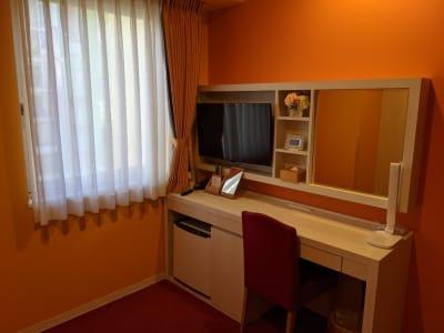 デスク - ホテルウィングセレクト名古屋栄 テレワーク用客室402号室の室内の写真