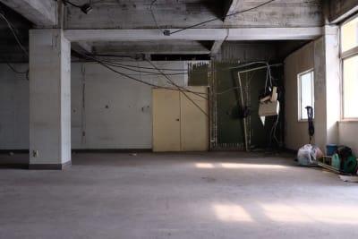 ミュージックビデオの撮影、スチール撮影などによくご利用頂いております。 - えこてん廃墟スタジオ 廃墟スタジオ、スケルトンスペースの室内の写真