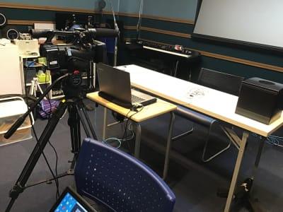 収録例1 ウェビナー、オンライン会議 - 防音レンタルスペース レンタル撮影・収録スタジオの室内の写真