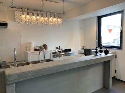 本格キッチンを備えた、スペースで料理教室や、会食、ママ友会にも  -  shotchu  レンタルスペースshotchuの室内の写真