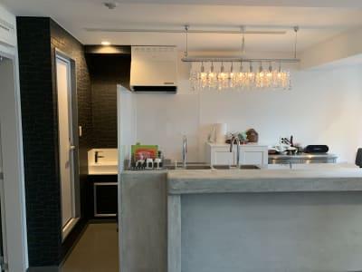 トイレスペースの横にも、手洗いスペース完備、清潔です。 -  shotchu  レンタルスペースshotchuの室内の写真