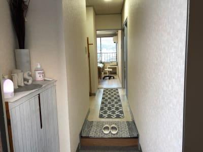玄関から直接お客様をご案内できます - レンタルサロンrapispace ナチュラルの室内の写真