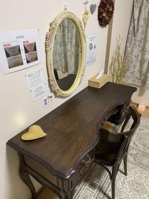 ドレッサー、勉強スペースとしても十分な大きさ - 京王八王子レンタルルーム 【貸スペース】八王子・半個室の室内の写真
