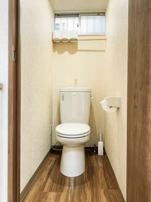 いつも清掃されているトイレは清潔です。 - ODOLVA市川レンタルスタジオ ダンススタジオの室内の写真