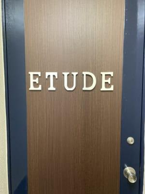 3階外扉 - スタジオ Etude ダンススタジオ「Etude」の入口の写真