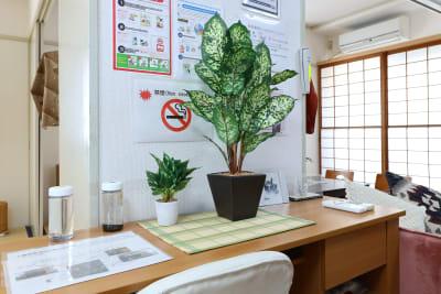 作業机です。学習、会社のリモート作業ができます。 - 名古屋の部屋 グリーンスペース名古屋の室内の写真