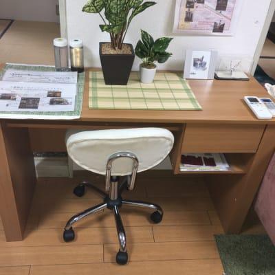 作業机で学習、会社のリモート作業が可能です。 - 名古屋の部屋 グリーンスペース名古屋の設備の写真