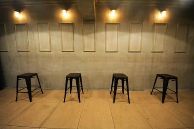 店内のテーブル・イスはご自由にご利用頂けます。 - GREEN'S LINE 【ステージ有】撮影・配信の室内の写真