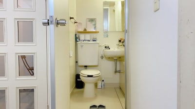 清潔なトイレスペース - レンタルスタジオ「Bee」 多目的プライベートスタジオの室内の写真