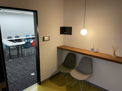 神栄ビル レンタルスペース 会議室301-1の入口の写真