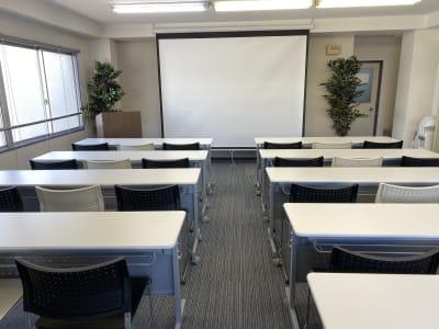 お気軽会議室新大阪terraの室内の写真