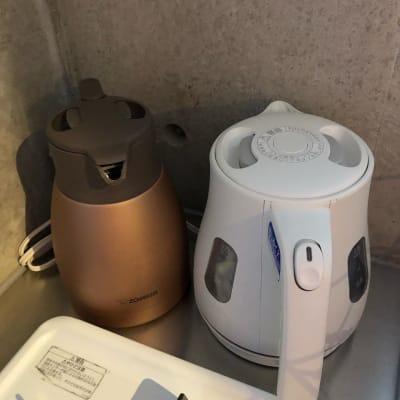 お紅茶など大量にご利用であればケトルと保温ポットを! - Ma レンタルサロンの設備の写真