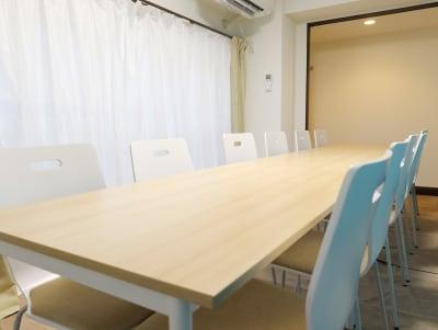 椅子はクッション付き - LEAD conference 赤羽 room Aの室内の写真
