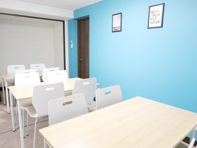 テーブルサイズ:120cm x 70cm - LEAD conference 赤羽 room Aの室内の写真