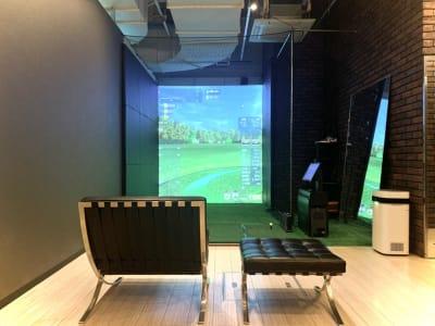 GYMTY GOLF 本町 ゴルフ・ダーツ・カラオケ・バーの室内の写真