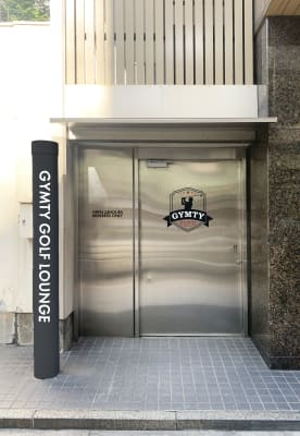 GYMTY GOLF 本町 ゴルフ・ダーツ・カラオケ・バーの入口の写真