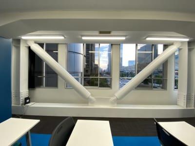 窓を開けて喚起可能 - TIMESHARINGBiz東京 駅前4F【旧みんなの会議室】の室内の写真
