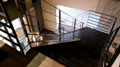 階段部分(エレベーターもございます) - Duce mix ビルヂング2F GROW UPスペースの入口の写真