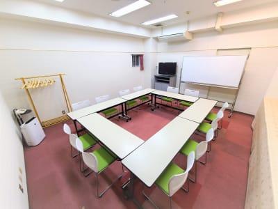 お客様のご希望にあわせて机、椅子をセッティング致します。 - ホテルアスティア名古屋栄 会議室、多目的スペースの室内の写真