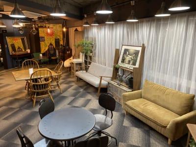 家具の配置換えなどご自由にどうぞ♪ - 大手町スペースブリッド コワーキング撮影スタジオ の室内の写真
