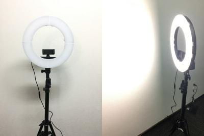 LEDリングライト(ライトは外径14インチ/36cmで、スタンドは全長2mぐらいまで伸びます) - お気軽会議室 リバティ淀屋橋 梅田から1駅/カタン導入♬の設備の写真